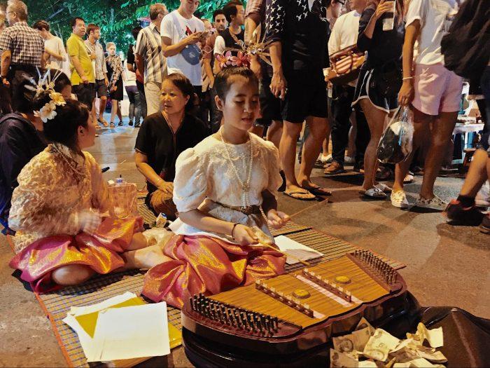Trò chơi dân gian - Tất tần tật kinh nghiệm du lịch Chiang Mai Thái Lan