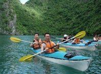 Hoạt động chèo thuyền kayak ở cát bà tham quan khám phá vịnh Lan Hạ