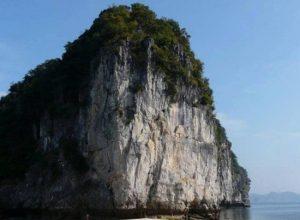 bãi tắm đẹp tại đảo Cát Bà