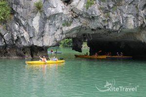 Kayaking-lan-ha-1-520x348