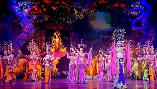 Alcazar show chương trình Transvestite Cabaret tốt nhất ở Thái Lan