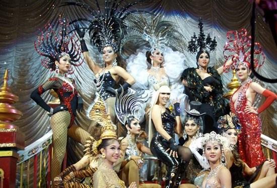 Alcazar Cabaret show có gì đặc sắc
