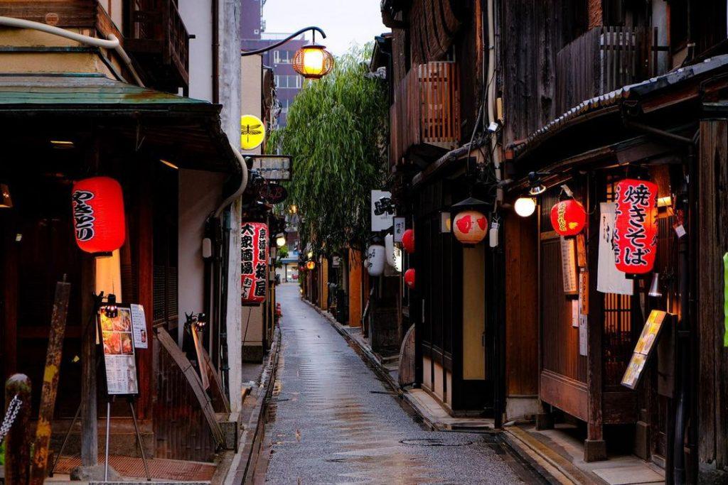 kyoto có gì nổi tiếng - Phố đèn đỏ Pontocho