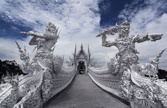 Tour Wat Rong Khun và làng cổ dài Karen ở Chiang Mai