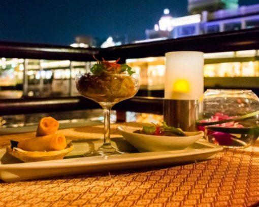 Buffet tối trên du thuyền Banyan Tree Apsara